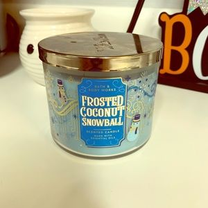 B&BW Frosted Coconut Snowball 3 Wick Candle